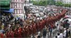 Burma_monks_march_2