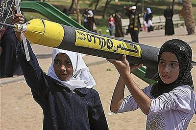 Palestinian_girls_scud_2