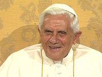 Pope_benedict_face