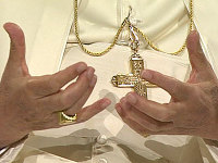 Pope_hands